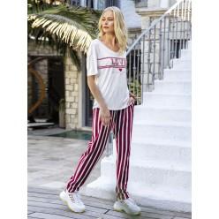 Женская пижама брюки в полоску и футболка белая