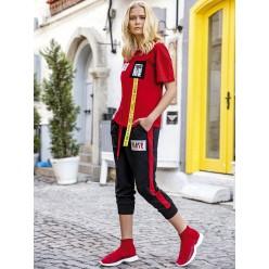 Женская пижама брюки короткие и футболка красная