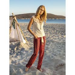 Женская пижама брюки бордовые в полоску и кремовая блузка