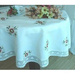 Скатерть кухонная круглая полиэстер белая с цветами и вышивкой